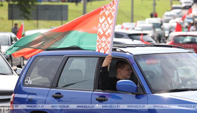 У Білорусі відбувся автопробіг за Лукашенка і мотопробіг солідарності з протестувальниками