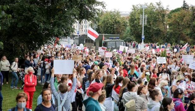 На жіночий марш солідарності у Мінську прийшли понад 10 тисяч осіб - ЗМІ