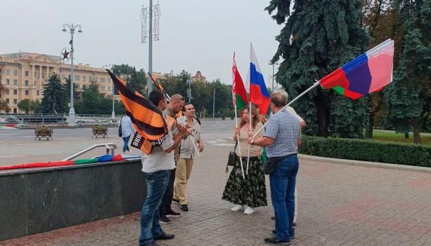 У центрі Мінська помічені люди з російськими та