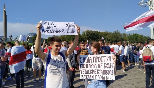 Протести проходять у багатьох містах Білорусі, є затримані