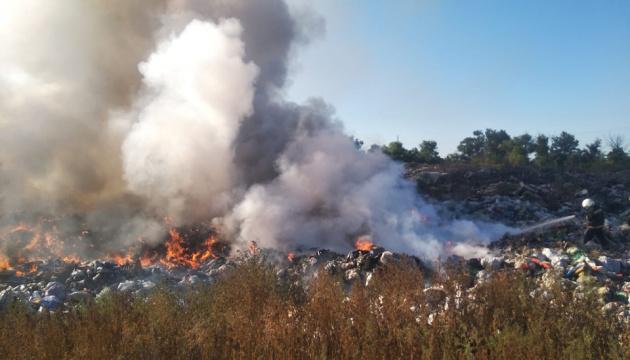 Пожежу на сміттєзвалищі під Павлоградом гасили 16 годин