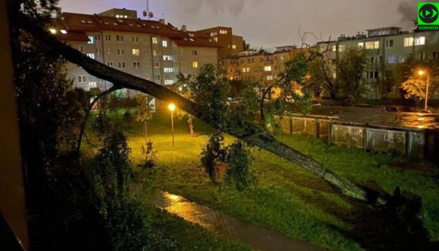 Бури в Польше повредили дома, тысячи людей остались без света