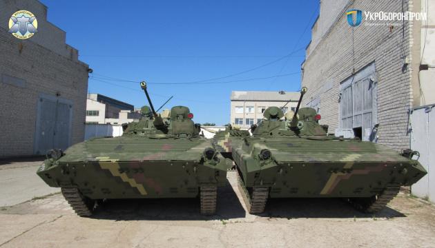 Житомирский бронетанковый передал ВСУ десятки отремонтированных БМП