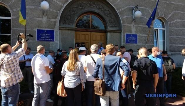 В Чернигове работники торфозаводов опять требовали уволить директора госпредприятия