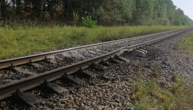 СБУ расследует попытку подрыва поезда с бензином на Житомирщине