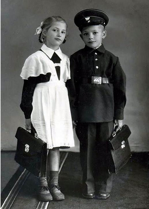 єдина шкільна форма в СРСР була запроваджена в 1949 році