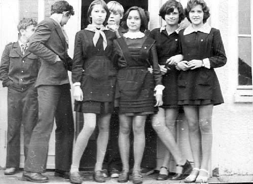 На початку 80-х форма для дівчаток стала коротшою