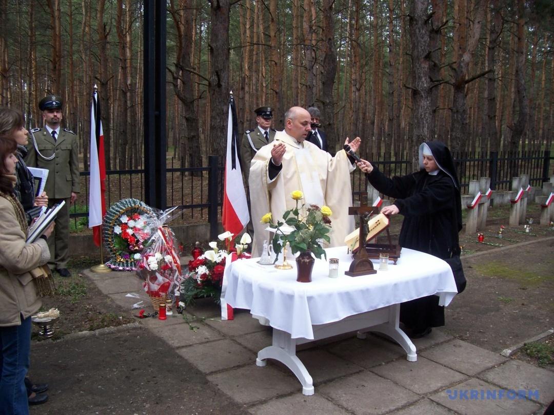 Молебень на цвинтарі