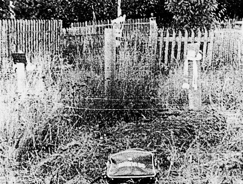 безіменна могила №9, де були поховані в'язні Юрій Литвин (№7), Ішхан Мкртчян (№8), Василь Стус (№9)_ світлина Марта Ніклуса, 27.09.1988 р.