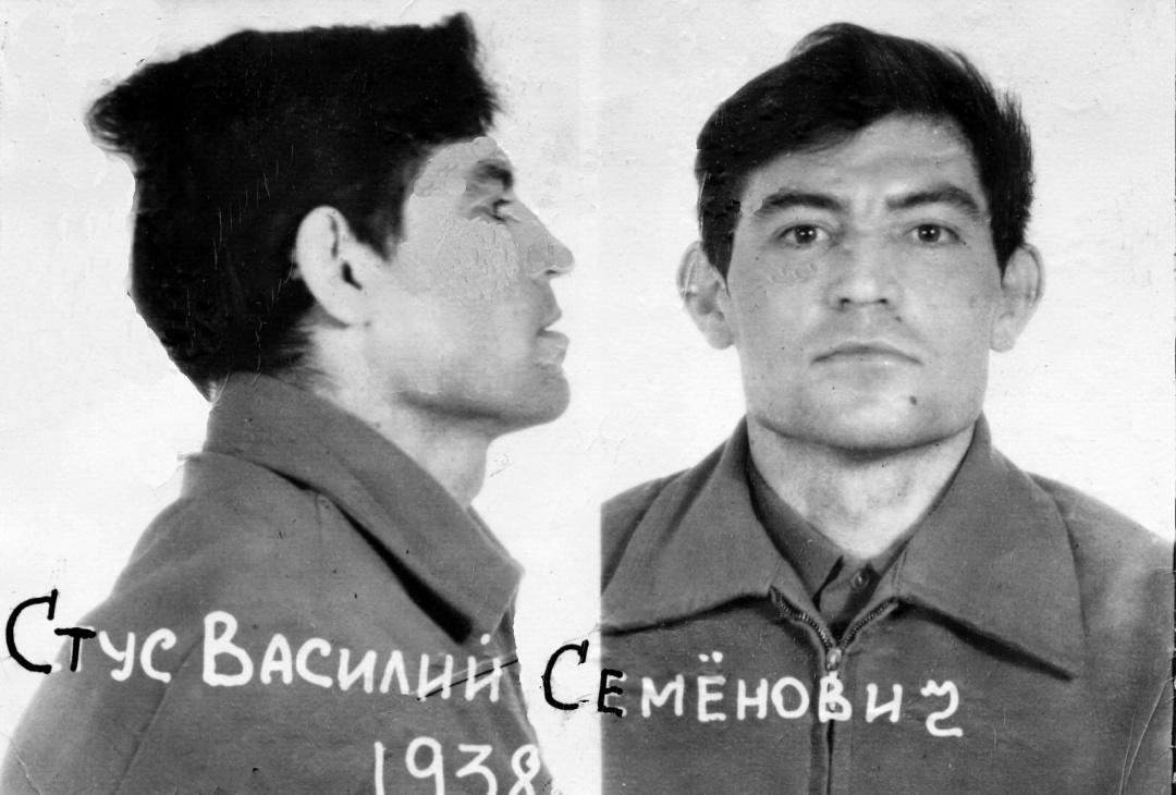 заарештований Василь Стус, 14 травня 1980 р., фотограф - офіцер слідчого відділу Управління КҐБ по м.Києву та Київській області