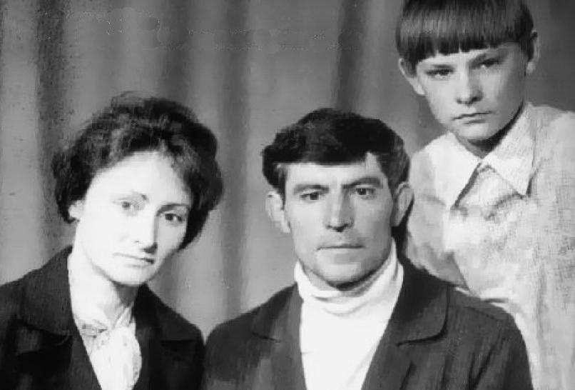 із дружиною Валентиною Василівною та сином Дмитром незадовго до другого ув'язнення 1