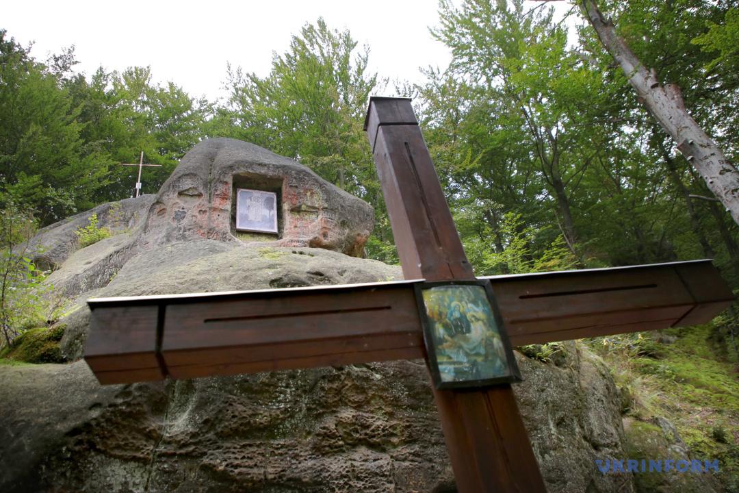 Фотопутешествие: пещерный монастырь села Розгирче
