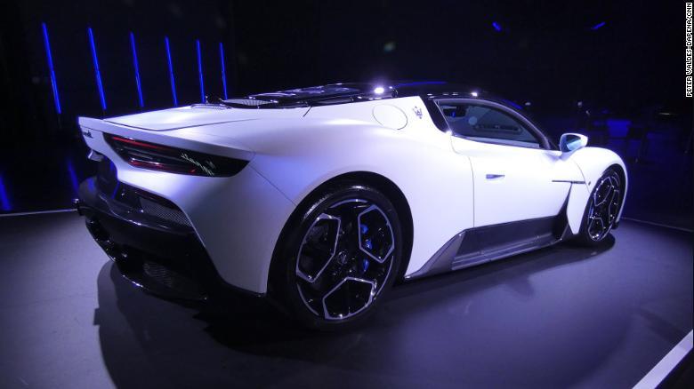 Maserati представила новый мощный суперкар
