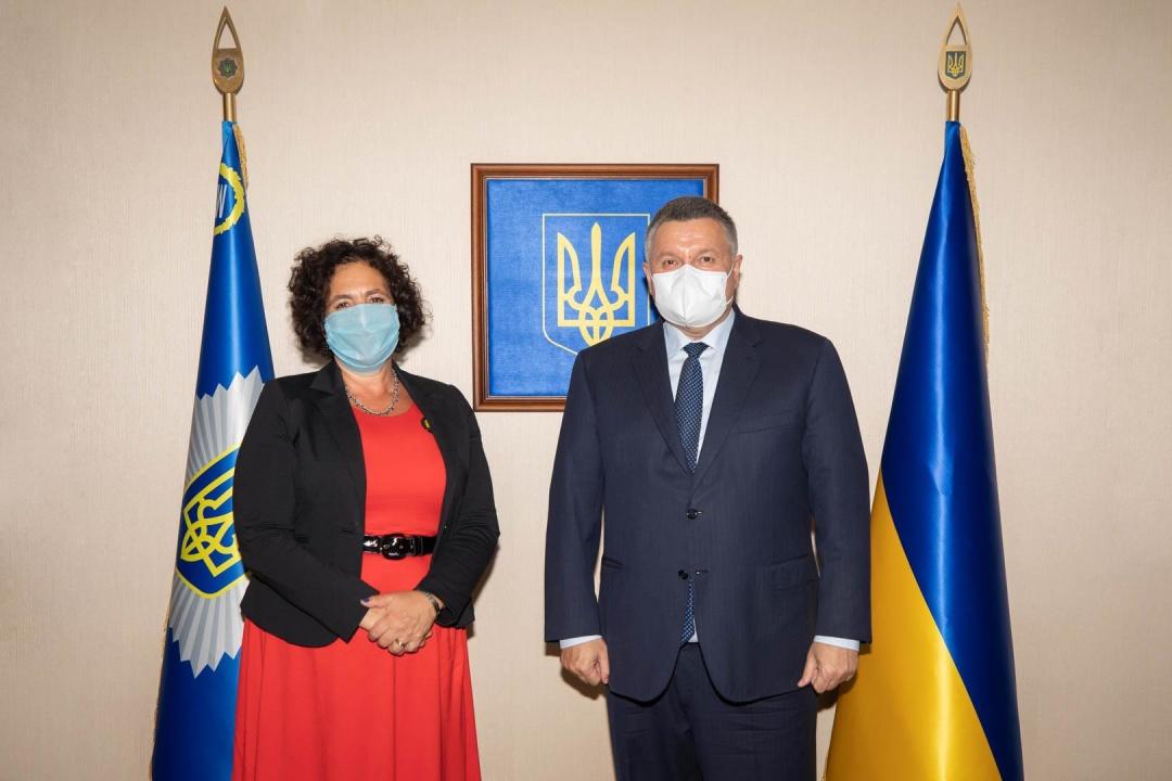 Аваков обсудил с послом Великобритании противодействие киберпреступности и реабилитации ветеранов