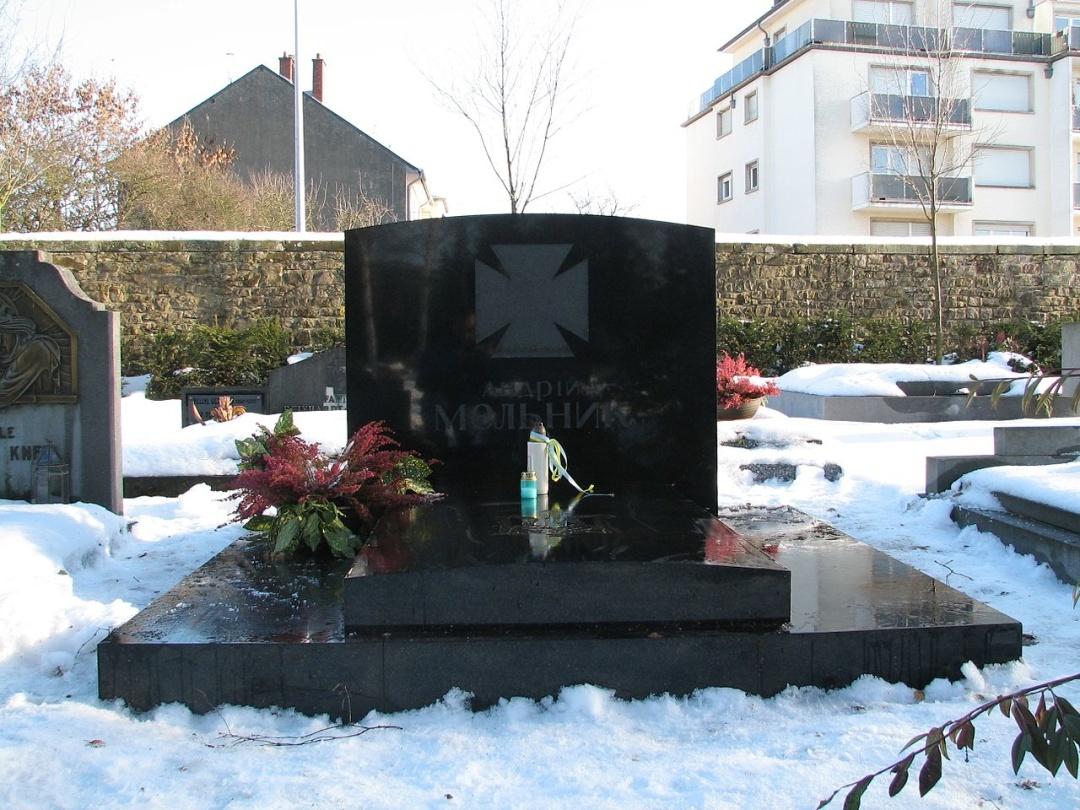 Могила Андрія Мельника на цвинтарі Боневуа в Люксембурзі
