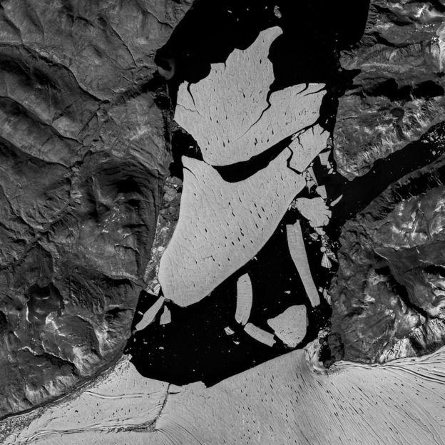 Глобальное потепление: от Гренландии откололся огромный кусок льда