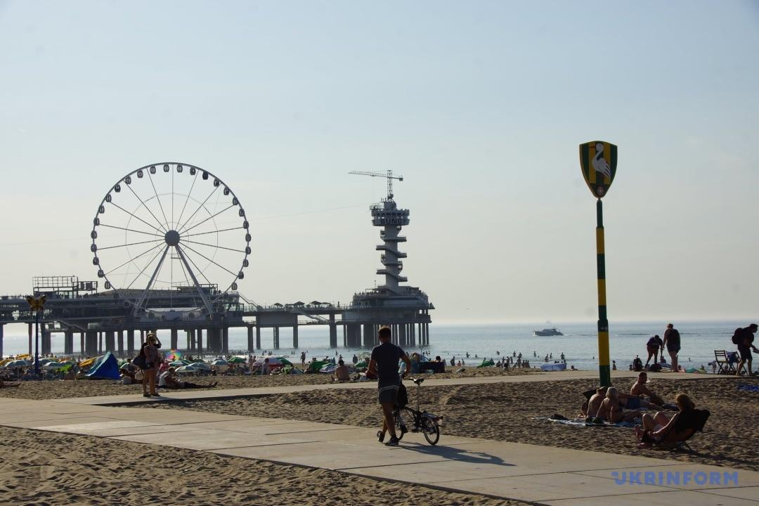 Летняя погода в Нидерландах спровоцировала бум на пляжах