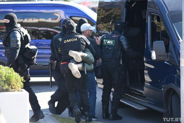 Затримання під час протестів у Білорусі. Фото: TUT.BY