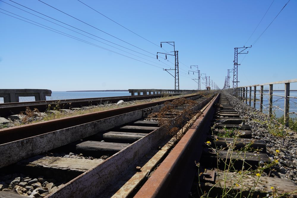 Залізничний міст на Чонгарі, поруч із селищем Сиваш