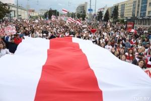 Более 45% украинцев поддерживают белорусских протестующих