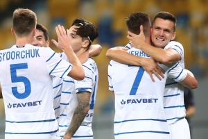 Dynamo Kyiv beats AZ Alkmaar 2-0 in Champions League qualifying