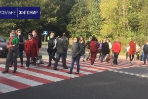 Під Житомиром працівники психлікарні перекрили трасу - вимагають зарплату