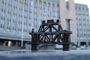 В Днипре начали устанавливать мини-скульптурки