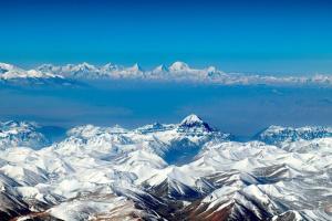 """У Китаї для дослідження льодовиків і озер почали використовувати """"крилатих"""" роботів"""