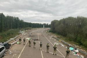 """Всі паломники-хасиди залишили """"Нові Яриловичі"""", на кордоні - гори сміття"""
