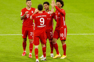 «Бавария» разгромила «Шальке» на старте Бундеслиги