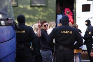 В Минске разогнали женский марш: ОМОН применил силу, некоторых тащили по асфальту