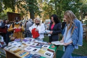 В Ужгороде продолжается Книга-фест: лучшие новинки и общение с писателями