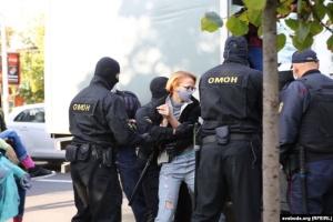 У Мінську розігнали жіночий марш: ОМОН застосував силу, деяких тягнули по асфальту
