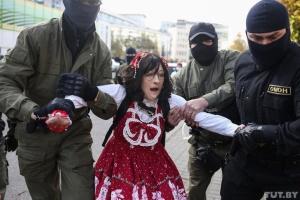 """У Білорусі на жіночому """"Блискучому марші""""  - жорсткі масові затримання"""
