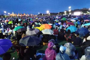 У Таїланді десятки тисяч людей вимагали відставки уряду і зміни конституції