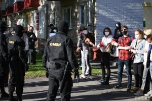 До центру Мінська почали стягувати силовиків перед репетицією народної інавгурації Тихановської