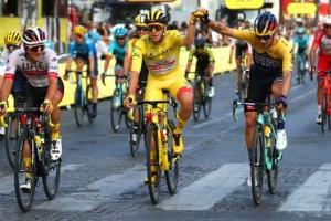 21-летний словенец сенсационно выиграл «Тур де Франс»