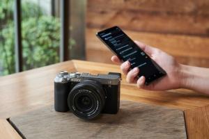 Sony представила найменшу та найлегшу повнокадрову камеру
