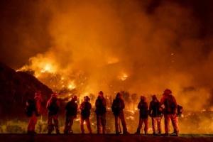 Лісові пожежі наближаються до містечка у Каліфорнії, можуть згоріти тисячі будинків