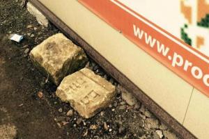 Знайдені на Тернопільщині єврейські надгробки повернули на кладовище