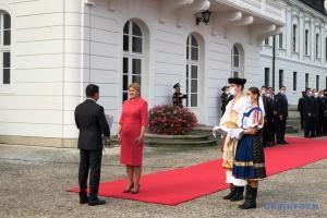Зеленський зустрівся у Братиславі з президенткою Словаччини