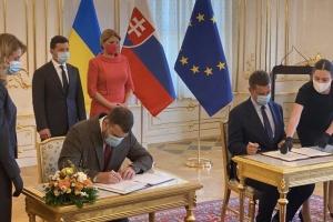 """Україна та Словаччина підписали угоду про відновлення роботи аеропорту """"Ужгород"""""""