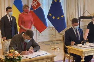 ウクライナとスロバキア、地方空港再開合意書と輸送協力覚書に署名