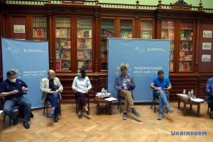 Герої нації та історія: про що говорили учасники Національного круглого столу