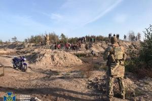 СБУ блокувала незаконний видобуток бурштину на території державного лісгоспу