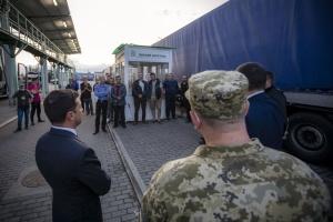 Зеленський доручив добудувати пункт пропуску на Закарпатті, де побачив кілометри фур