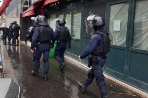Біля колишнього офісу Charlie Hebdo зловмисник напав з ножем на перехожих, четверо поранених