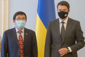 Razumkov: Ucrania y China tienen la intención de fortalecer la cooperación parlamentaria