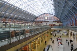 """На лондонському вокзалі роботи """"знищуватимуть"""" коронавірус ультрафіолетом"""