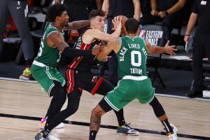 """""""Бостон"""" сократил отставание в финальной серии Восточной конференции НБА с """"Майами"""""""
